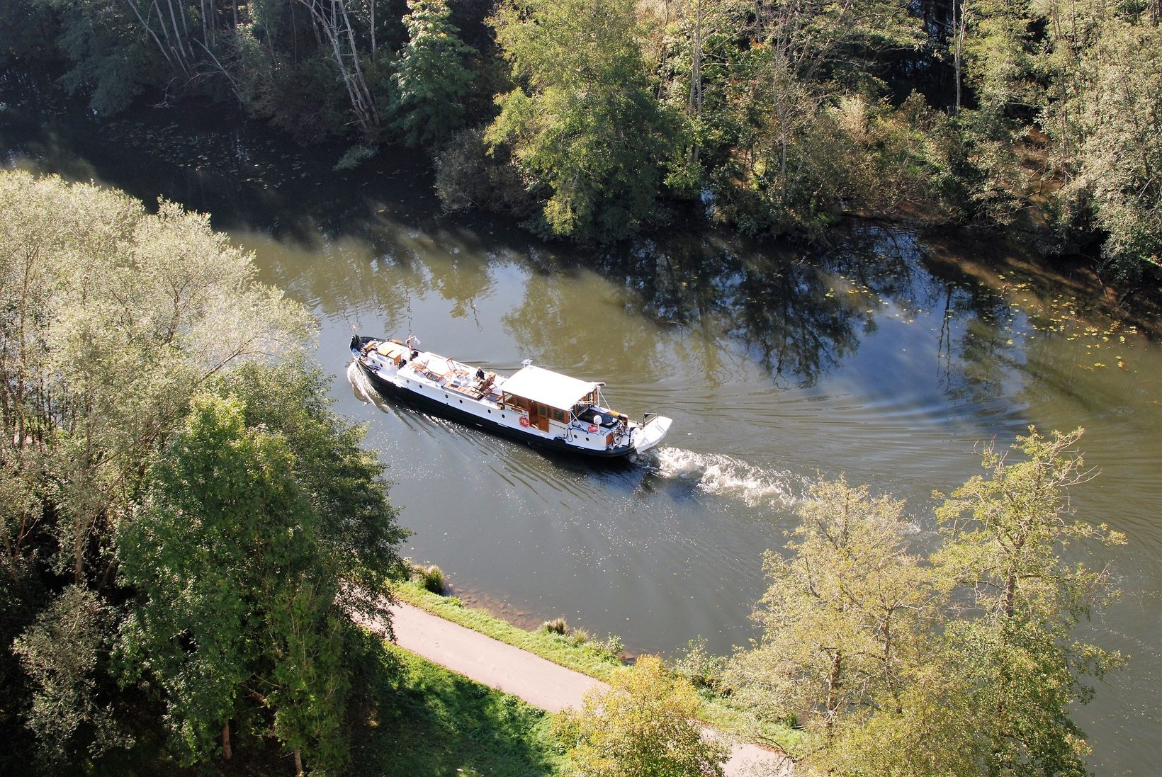 The Randle cruising river Yonne