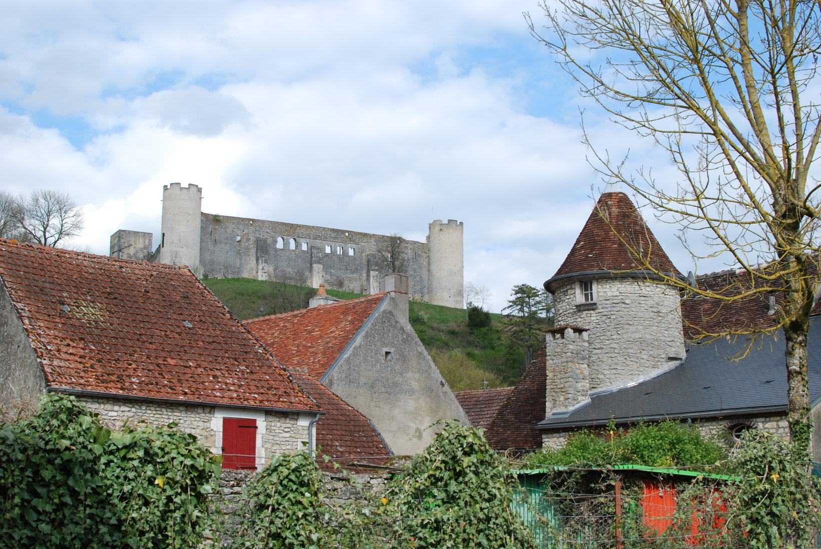 Druyes Castle