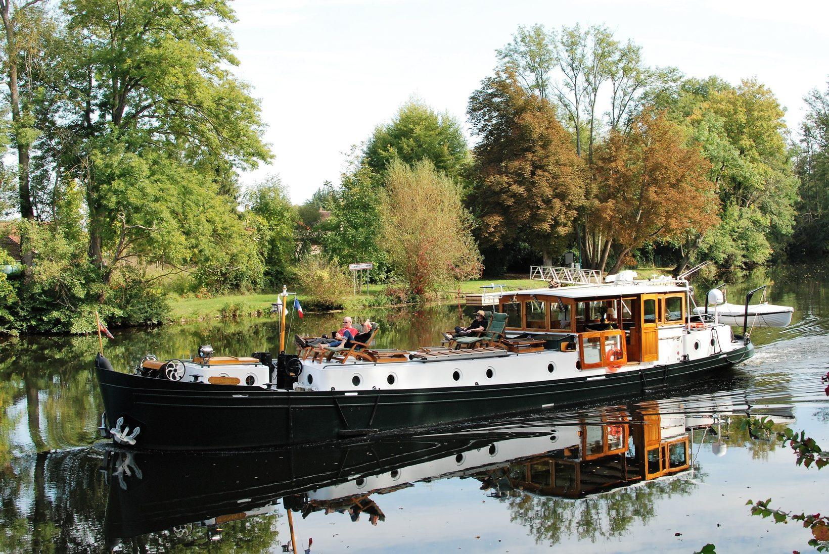 Randle Barge Cruising