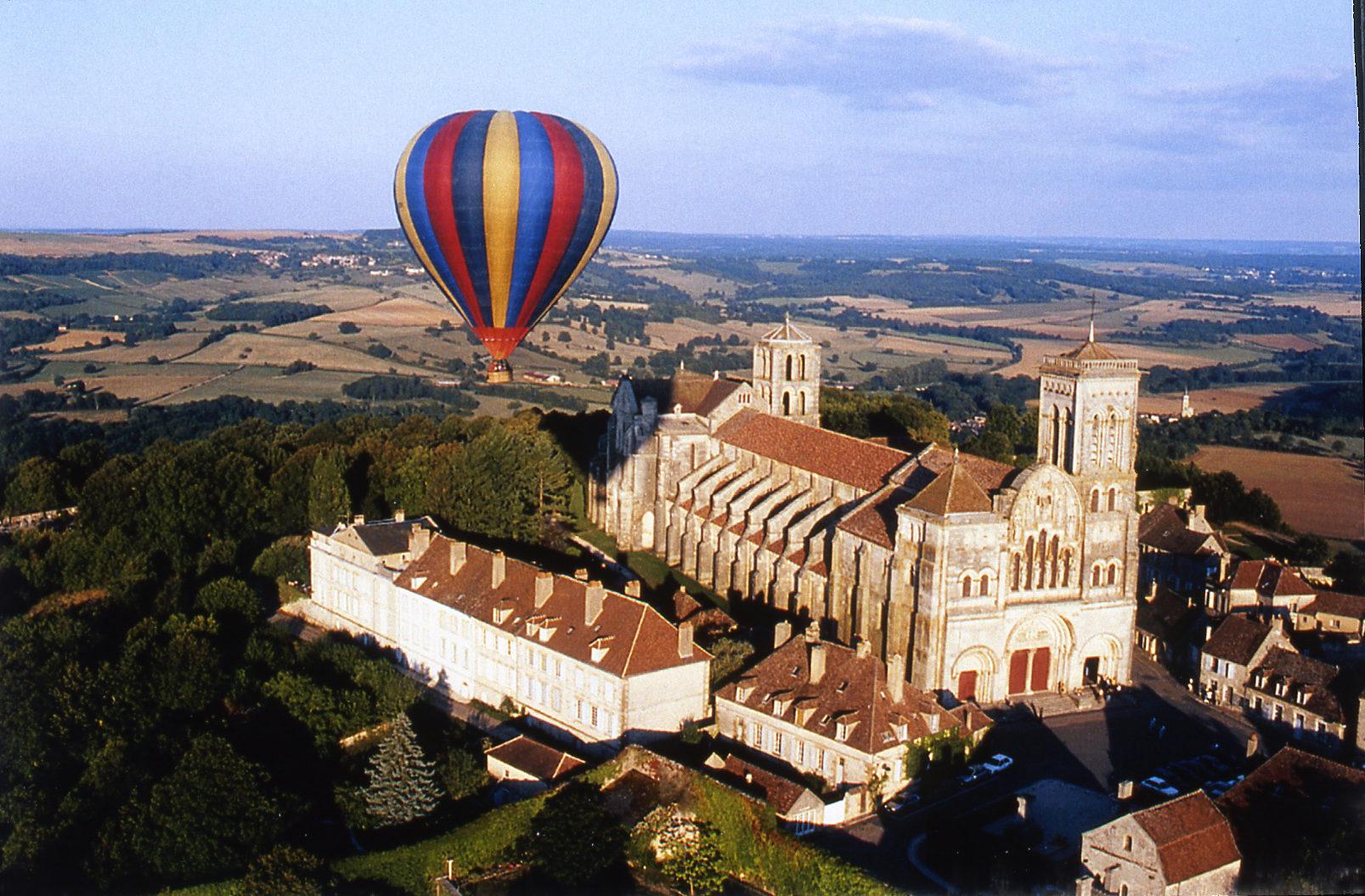 Fly over Vézelay